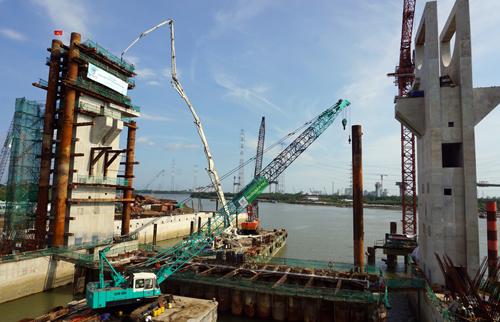 Cống kiểm soát triều Mương Chuối lớn nhất trong 6 cống thuộc dự án chống ngập 10.000 tỷ. Ảnh: Hữu Công