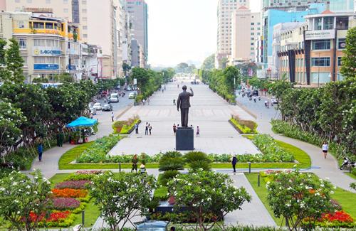 10 màn hình LED sẽ được bố trí trên phố đi bộ Nguyễn Huệ phục vụ người dân xem trận chung kết giữa U23 Việt Nam và Uzebekistan vào ngày 27/1 tới. Ảnh: Hữu Công