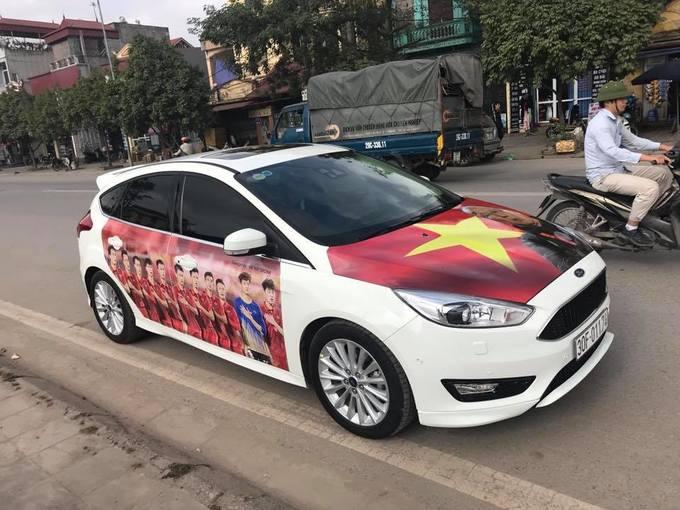 Người Việt đua nhau trang trí ôtô cổ vũ đội bóng U23 - ảnh thể thao