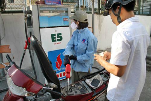 Đoàn kiểm tra bí mật phát hiện nhiều nơi pha tạp chất vào xăng E5