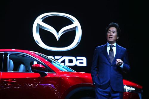 Ông Masahiro Moro, chủ tịch kiêm CEO Mazda Bắc Mỹ lên tiếng phủ nhận tin đồn sáp nhập với Toyota. Ảnh:The Detroit Bureau.