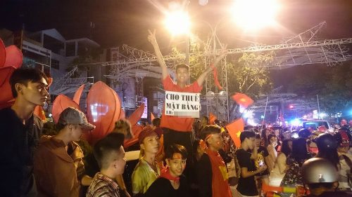 Những khẩu hiệu cổ vũ U23 Việt Nam độc nhất vô nhị - 10