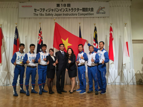 Giành vị trí thứ 2 toàn đoànHội thi Hướng dẫn viên lái xe an toàn Quốc tế 2017 tại Nhật Bản.
