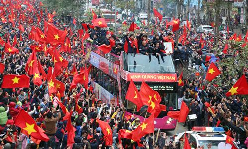 Binh sĩ Mỹ gốc Việt choáng ngợp với cuộc diễu hành đón U23