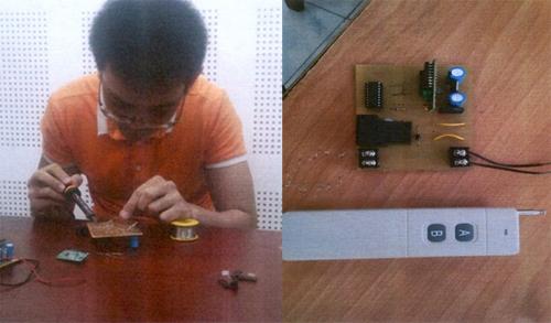 Đặng Hoàng Thiện thực nghiệm lại việc chế tạo bo mạch để kích hoạt bom xăng ở Tân Sơn Nhất. Ảnh: Bộ Công an