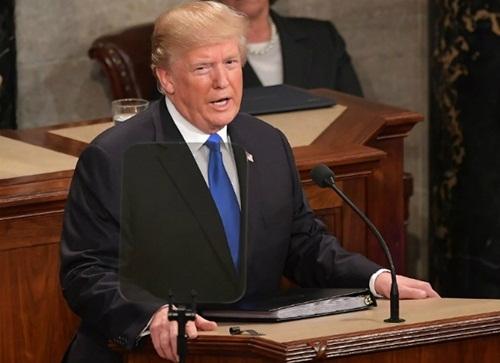 Tổng thống Mỹ Donald Trump đọc bài phát biểu Thông điệp Liên bang trước lưỡng viện quốc hội tối 30/1. Ảnh: AFP.
