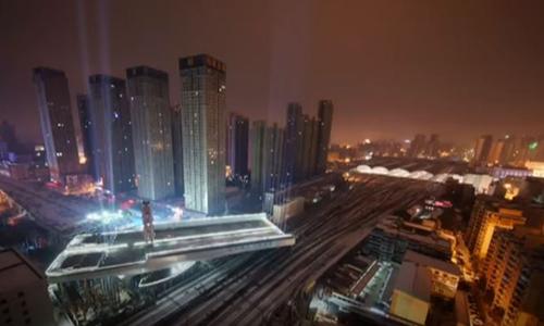 Trung Quốc lập kỷ lục xoay đoạn đường trên cao nặng 8.800 tấn
