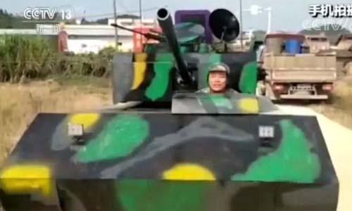 Anh Huang sống ở tỉnh Quảng Tây, Trung Quốclái chiếc xe tăng tự chế ra đường. Ảnh: CCTV.