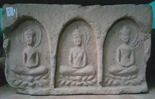 Những viên gạch thu được lúc khai quật Thạp Nhạn năm 1985-1986 đang được bảo quản tại bảo tàng tỉnh Nghệ An. Ảnh: