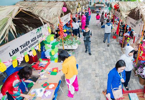 Ngày 27/1, trường quốc tế Anh Việt Hà Nội (BVIS) tổ chức lễ hội Xuân có chủ đề Xuân ECO (Xuân xanh) - với thông điệp nâng cao ý thức bảo vệ môi trường từ hành động nhỏ. Chương trình lôi kéo hơn 1.500 phụ huynh, học sinh tham dự.