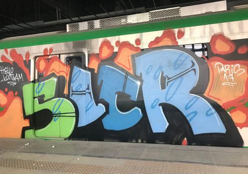 Tàu Cát Linh – Hà Đông được tẩy xóa nét vẽ graffiti