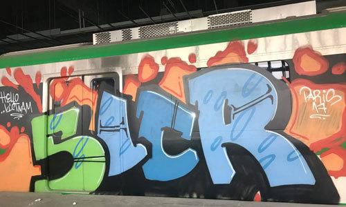 Tàu Cát Linh - Hà Đông được tẩy xóa nét vẽ graffiti