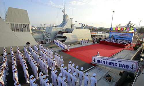Hải quân đưa hai tàu hộ vệ tên lửa vào sử dụng