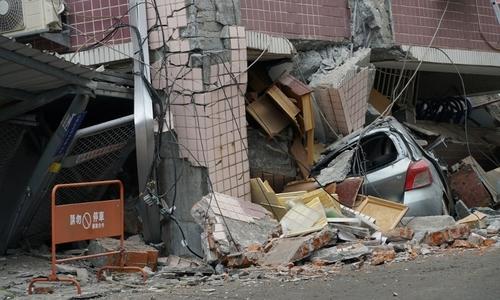 Người đàn ông Đài Loan lấy thân mình che cho vợ con trong động đất