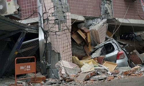Dân Đài Loan hoảng sợ chứng kiến chung cư sụp xuống trong động đất