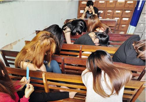 Gái mại dâm trong một chuyên án công an quận Thanh Khê bắt giữ. Ảnh:C.T.