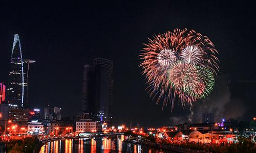 TP HCM bắn pháo hoa 7 điểm mừng Tết Nguyên đán 2018