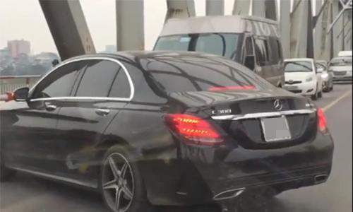 Tài xế Mercedes quay đầu ở cầu Chương Dương bị phạt 1,5 triệu đồng