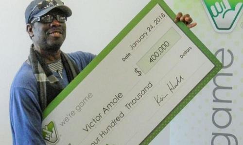 Anh Victor Amole đã trúng 400.000 USD nhờ xổ số theo giấc mơ. Ảnh: Insider.