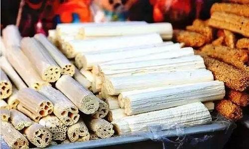 Các loại kẹo dùng để cúng ông Táo rất phong phú, làm từ mạch nha, kê, lúa mạch, hạt bí. Ảnh: Sina.