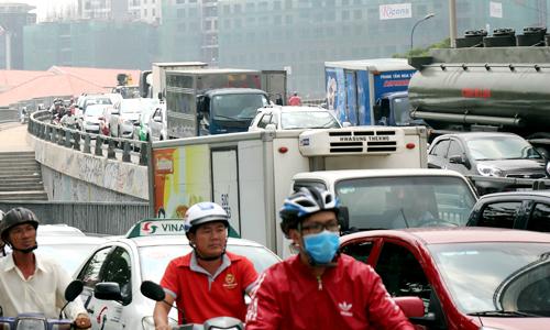 Trung tâm Sài Gòn rối loạn giao thông sau tai nạn chết người