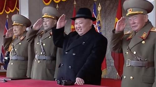 Lãnh đạo Triều Tiên Kim Jong-un tại lễ duyệt binh hôm nay. Ảnh: