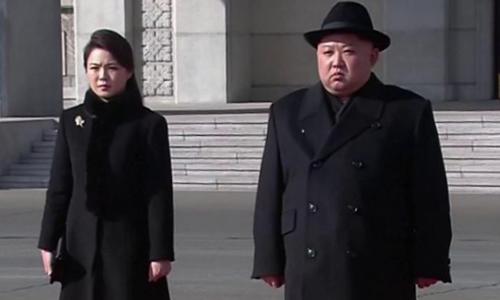 Lãnh đạo Triều Tiên và vợ. Ảnh: BBC.