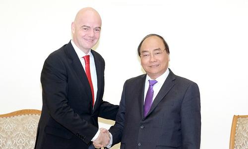 """Thủ tướng chia sẻ """"hiệu ứng U23"""" với Chủ tịch FIFA"""