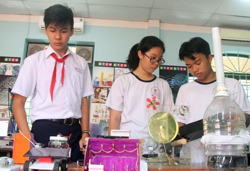 Học sinh TP HCM trong phòng học theo mô hình STEM. Ảnh: Mạnh Tùng.