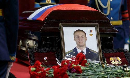 30.000 người xếp hàng đưa tiễn phi công Su-25 Nga hy sinh ở Syria