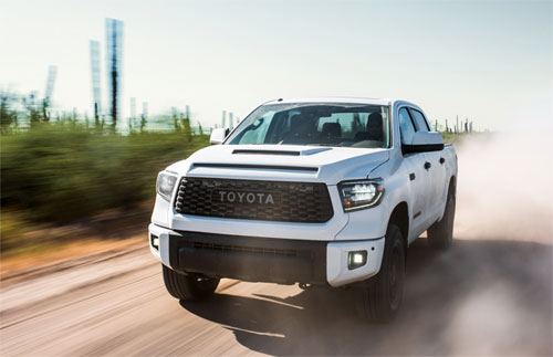 Tundra dùng vành 18 inch với lốp Michelin, đèn LED, khe gió mới trên nắp ca-pô.