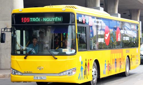 Hai tuyến buýt miễn phí vào sân bay Tân Sơn Nhất dịp Tết