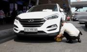 Ôtô bị khóa bánh ở sân bay Tân Sơn Nhất vì đậu hơn 3 phút