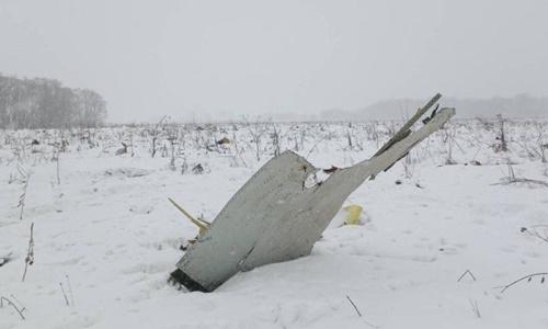Mảnh vỡ máy bay tại hiện trường vụ tai nạn. Ảnh: Reuters.
