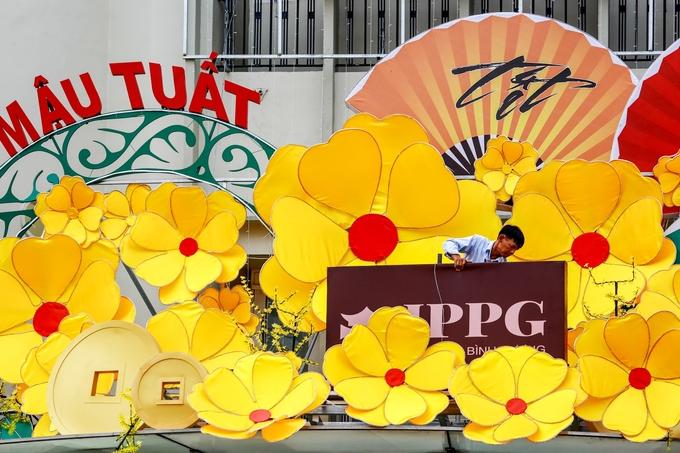 Đường phố Sài Gòn trang hoàng đón Tết Mậu Tuất