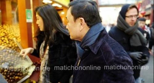 Cựu thủ tướng Thái Lan Thaksin Shinawatra và em gái Yingluck Shinawatra trong một siêu thị được cho là ở Bắc Kinh, Trung Quốc. Ảnh: Matichon Online.