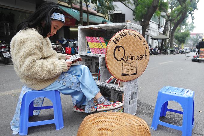 Phố bích họa ở trung tâm Hà Nội nhộn nhịp ngày gần Tết