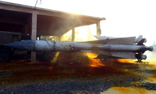 Quả đạn S-200 bị phiến quân Syria phá hủy. Ảnh:Blogspot.
