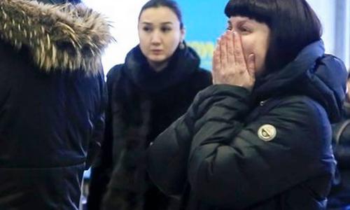 Người phụ nữ Nga gào khóc tìm em trai tại sân bay