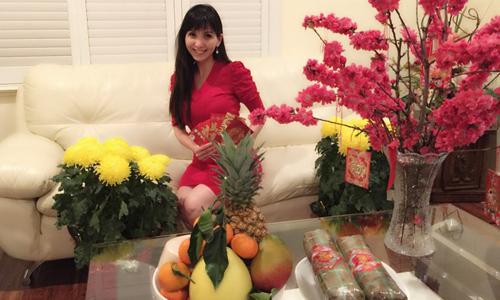 Chị Tiểu Vân vui mừng vì chuẩn bị được nhiều đồ đón Tết. Ảnh: NVCC.