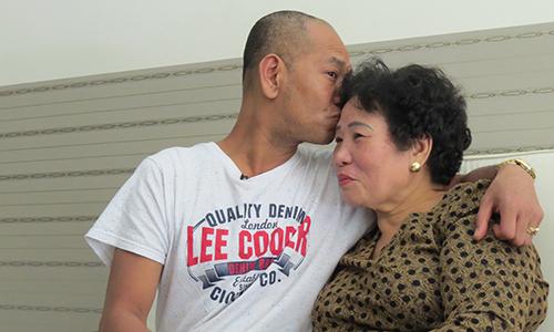 Tết đầu tiên bên mẹ của cậu bé gốc Việt sau 43 năm thất lạc