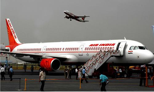 Hai máy bay chở hơn 260 người suýt va chạm trên không