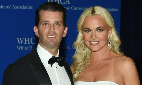 Donald Trump Jr., con trai Tổng thống Donald Trump, và vợ Vanessa Trump. Ảnh: AP.