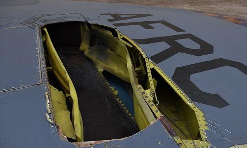 Phần đuôi chiếc B-52 bị hư hỏng hoàn toàn do sét. Ảnh: Aviationist.