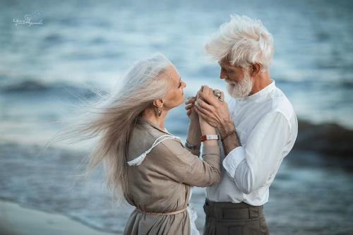 Những người tìm kiếm steady relationship thường mơ về happy ending. Ảnh: