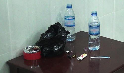 Dụng cụ ma túy bị cảnh sát phát hiện. Ảnh: Quốc Thắng.