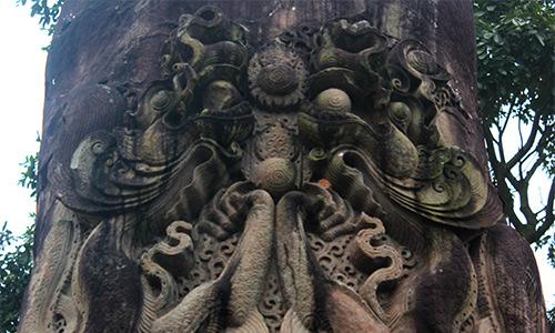 Cột đá chạm rồng độc nhất Việt Nam