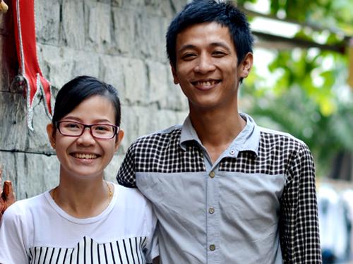 Trạng hạnh phúc bên vợ sau khi được minh oan tội Cướp ở Sài Gòn. Ảnh: Trung Hiếu.