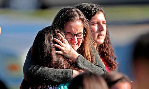 Khoảnh khắc cựu học sinh xả súng vào lớp học ở Mỹ