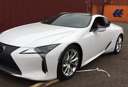 Lexus LC500h màu trắng tại Việt Nam. Ảnh: Hiền Trần.